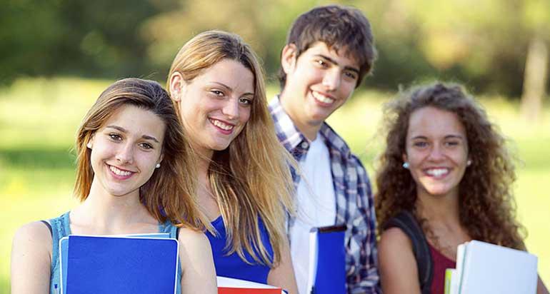 group-of-teens-wall-street-english-salerno